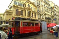 伊斯坦布尔多雨街道电车 库存照片
