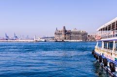 伊斯坦布尔市海运输海岸线 免版税图库摄影