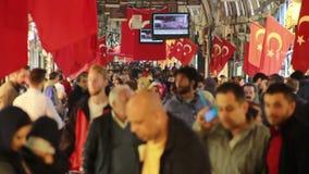 伊斯坦布尔市,购物,圣诞节,人们拥挤了,伊斯坦布尔istiklal街道,土耳其12月2016年, 影视素材