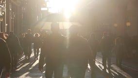 伊斯坦布尔市,购物,圣诞节,人们拥挤了,伊斯坦布尔istiklal街道,土耳其12月2016年, 股票视频