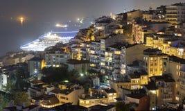 伊斯坦布尔晚上 库存照片