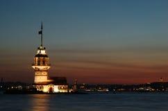 伊斯坦布尔未婚晚上观光的塔 免版税图库摄影