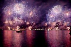 伊斯坦布尔海峡烟花展示 图库摄影