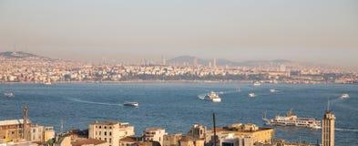 伊斯坦布尔的亚洲边有bosphorus巡航的 库存图片