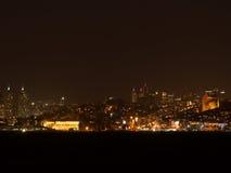 伊斯坦布尔的城市光在晚上 免版税库存照片