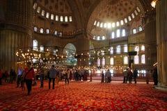 伊斯坦布尔的著名蓝色清真寺内部看法  免版税库存图片