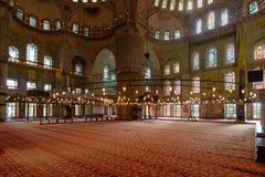 伊斯坦布尔的著名蓝色清真寺内部看法  图库摄影