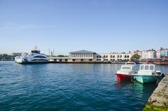 伊斯坦布尔的, Kadikoy码头新的轮渡 图库摄影