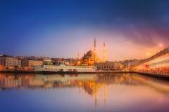 伊斯坦布尔秀丽全景剧烈的日落的 免版税库存照片