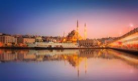 伊斯坦布尔秀丽全景剧烈的日落的 库存照片