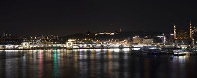 伊斯坦布尔视图在晚上 库存图片