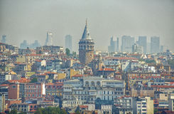 伊斯坦布尔都市风景在有加拉塔塔的土耳其 库存图片