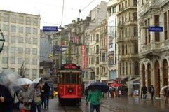 伊斯坦布尔雨街道电车 免版税图库摄影
