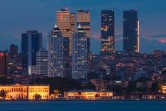 伊斯坦布尔风景在晚上 火鸡 库存照片