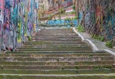 伊斯坦布尔,土耳其五颜六色的楼梯  免版税库存照片