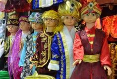 伊斯坦布尔,土耳其, 2013年10月, 22日 在土耳其全国衣裳的儿童时装模特在埃及义卖市场在伊斯坦布尔 免版税库存图片
