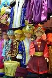 伊斯坦布尔,土耳其, 2013年10月, 22日 在土耳其全国衣裳的儿童时装模特在埃及义卖市场在伊斯坦布尔 库存照片