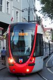 伊斯坦布尔,土耳其- 2018年8月21日:伊斯坦布尔运输现代电车手段  库存照片