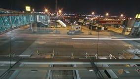 伊斯坦布尔,土耳其2017年10月13日:伊斯坦布尔阿塔图尔克机场定期流逝-飞机为起飞做准备 影视素材