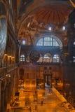 伊斯坦布尔,土耳其- 2016年9月10日:古老大教堂圣索非亚大教堂内部  差不多500年校长 库存图片