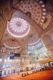 伊斯坦布尔,土耳其- 2018年1月13日:Sultanahmet Mos的内部 库存照片