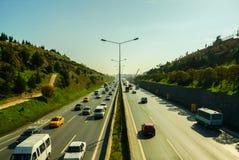 伊斯坦布尔,土耳其- 2009年11月10日:在高速公路的交通堵塞 免版税库存图片