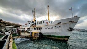 伊斯坦布尔,土耳其- 2015年5月8日:客船在船坞的伊斯坦布尔 免版税库存照片