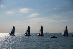 伊斯坦布尔,土耳其- 2015年10月03日:极端40体育场赛跑 极端40风船在极端航行的系列伊斯坦布尔竞争 库存照片