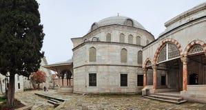 伊斯坦布尔,土耳其- 2014年11月22日:Ayasofya博物馆庭院苏丹的坟茔 库存图片