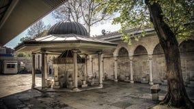 伊斯坦布尔,土耳其- 2014年4月12日:Kilic阿里帕沙清真寺的喷泉在伊斯坦布尔 免版税库存照片