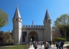 伊斯坦布尔,土耳其- 2015年5月04日:Topkapi宫殿照片  Bab我们额手礼 免版税图库摄影