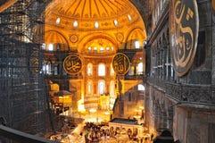 伊斯坦布尔,土耳其- 11月22 :圣索非亚大教堂著名拜占庭式的地标内部在伊斯坦布尔,土耳其 库存图片