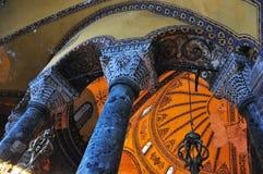 伊斯坦布尔,土耳其- 11月22 :圣索非亚大教堂著名拜占庭式的地标内部在伊斯坦布尔,土耳其 图库摄影