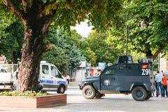 伊斯坦布尔, 2017年7月15日:军车和警车在Sultanahmet在伊斯坦布尔摆正 加强安全 图库摄影