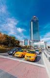伊斯坦布尔, 2014年10月23日:在Dolmabahce地区附近的出租汽车 在Istan 免版税库存照片