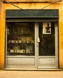 伊斯坦布尔,Balat/土耳其3月30日 2019年,老册页和磁带商店 免版税库存图片