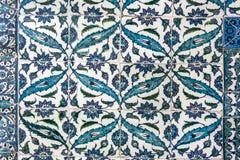伊斯坦布尔- 11月5 :无背长椅瓦片装饰, 2014年11月5日的Topkapi宫殿在伊斯坦布尔 免版税库存图片