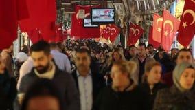 伊斯坦布尔购物,圣诞节,人们拥挤了,伊斯坦布尔istiklal街道,土耳其12月2016年, 股票录像