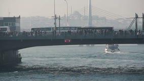 伊斯坦布尔/galata桥梁/旅行/人/2015年12月 股票视频