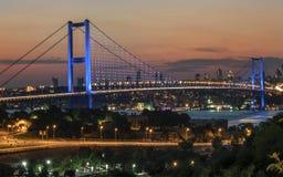 伊斯坦布尔Bosphorus桥梁和夜视图 免版税库存照片