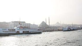 伊斯坦布尔haydarpasa在水的港口轮渡 股票视频