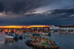 伊斯拉克里斯蒂纳,韦尔瓦省,西班牙- 2008年10月18日-在韦尔瓦省省的捕鱼港口 伊斯拉克里斯蒂纳是城市,并且自治市位于 库存图片
