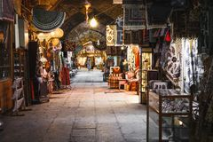伊斯法罕,伊朗- 2016年10月06日:传统伊朗纪念品 库存图片