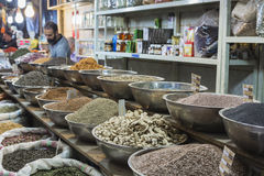 伊斯法罕,伊朗- 2016年10月06日:里面香料市场在伊斯法罕 免版税库存照片