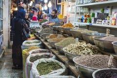 伊斯法罕,伊朗- 2016年10月06日:里面香料市场在伊斯法罕 库存照片