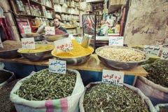 伊斯法罕,伊朗- 2016年10月06日:里面香料市场在伊斯法罕 免版税库存图片