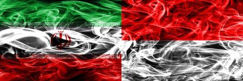 伊朗对印度尼西亚肩并肩被安置的烟旗子 伊朗人和印度尼西亚的浓厚色的柔滑的烟旗子 向量例证