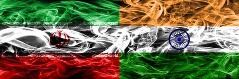伊朗对印度肩并肩被安置的烟旗子 伊朗人和印度的浓厚色的柔滑的烟旗子 库存例证