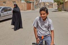伊朗男孩摆在为照片,喀山,伊朗的12岁 免版税图库摄影