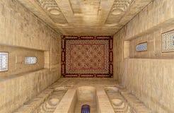 伊朗的礼萨Shah的坟茔的天花板在Al Rifaii清真寺,开罗,埃及 免版税库存图片